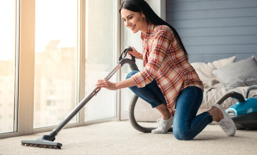 Carpet cleaning by vaccum cleaner | Wacky's Flooring